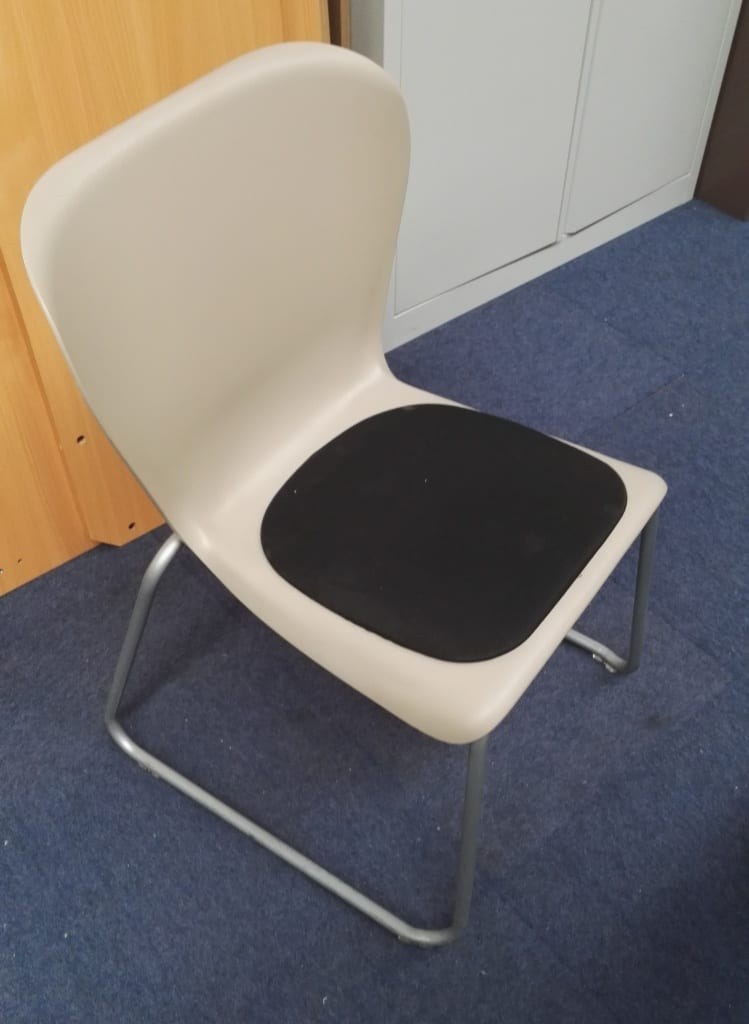 ITEM 453 | Plastic Skid Canteen Chairs with Black Seat Pad