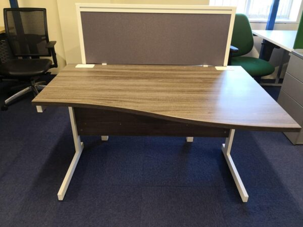 anthracite wave desk with white frame and screen