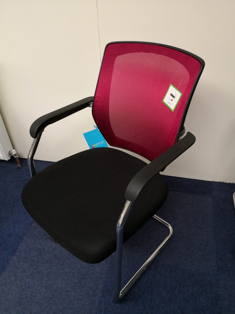 Item 322 Ex Display Sensor Mesh Back Meeting Chair
