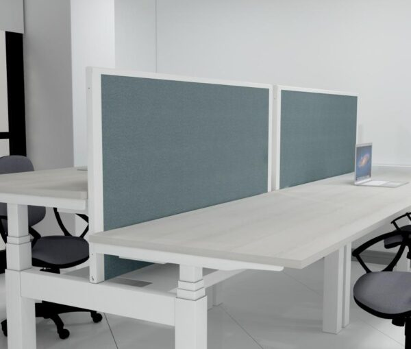 Gravity screen for double bench roomshot
